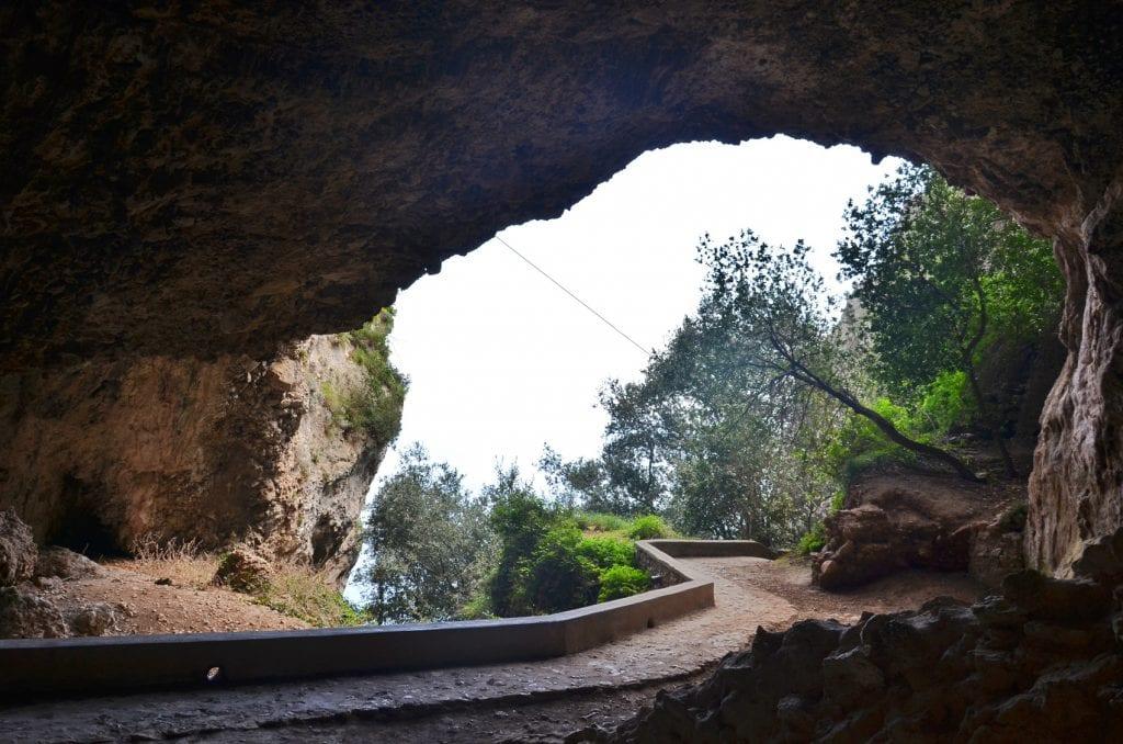 Interno della grotta di Matermania