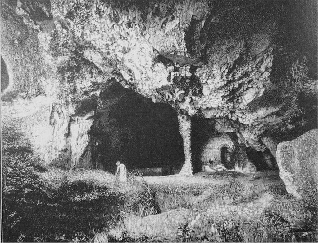 La grotta di Matermania in una foto d'epoca